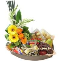 Cesta Premium 4  e arranjo de rosas